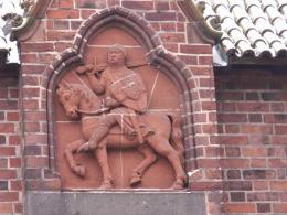 Gdyby Krzyżacy nie postanowili postawić zamku nad Nogatem, nie byłoby Malborka… W czasach krzyżackich, w ciągu ok. 100 lat powstała sieć osadnicza – miasta i wsie, z których większość istnieje do dziś…