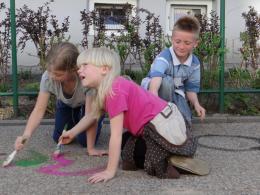 Akcja malowania podwórek w ramach Festiwalu Przemysłów Kreatywnych.