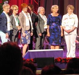 W stworzonym przez Kongres Kobiet Gabinecie Cieni prof. Eleonora Zielińska (stoi trzecia, patrząc od prawej strony) pełni funkcję ministry sprawiedliwości...