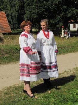 Bożena Pawlina - Maksymiuk stoi pierwsza z lewej strony...