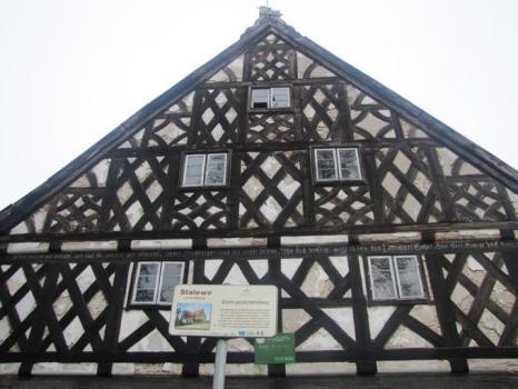 Dom podcieniowy w Stalewie pochodzi z połowy XVIII wieku i należy do największych na Żuławach