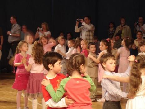 W czasach, kiedy dzieci mają coraz mniej ruchu, taneczne wakacje to sposób na zaszczepienie w nich nawyku codziennej aktywności, a nawet nowej pasji...