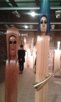 Goście m.in. spotkają się ze znanym elbląskim artystą Waldemarem Cichoniem i obejrzą jego retrospektywną wystawę...