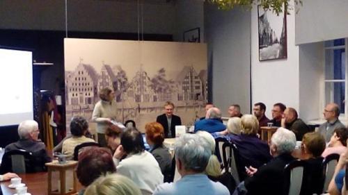 Na spotkanie w Kawiarence Clio poświęcone nowym książkom wydanym przez muzeum Stutthof, które odbyło się w elbląskim muzeum, przyszło sporo osób...