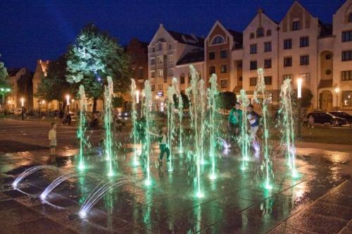 Najbardziej widowiskowa fontanna jest tuż przy katedrze..., fot. mat. prasowe UM w Elblągu