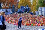 Warszawiacy pamiętają o bohaterskich obrońcach stolicy. Warto aby pamięć o nich pielęgnowali mieszkańcy innych części kraju..., fot. Aleksandra Jarzębska - archiwum