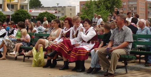 Koncerty, czy festiwale folkloru są świetną okazją, aby poznać ludową muzykę, taniec czy stroje...