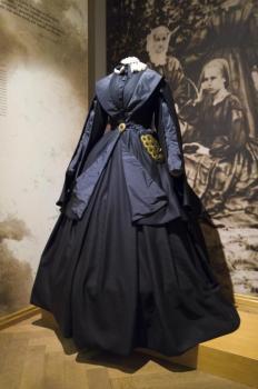 Autor: Grzegorz Kumorowicz, Muzeum Warmii i Mazur, Suknia żałoby narodowej